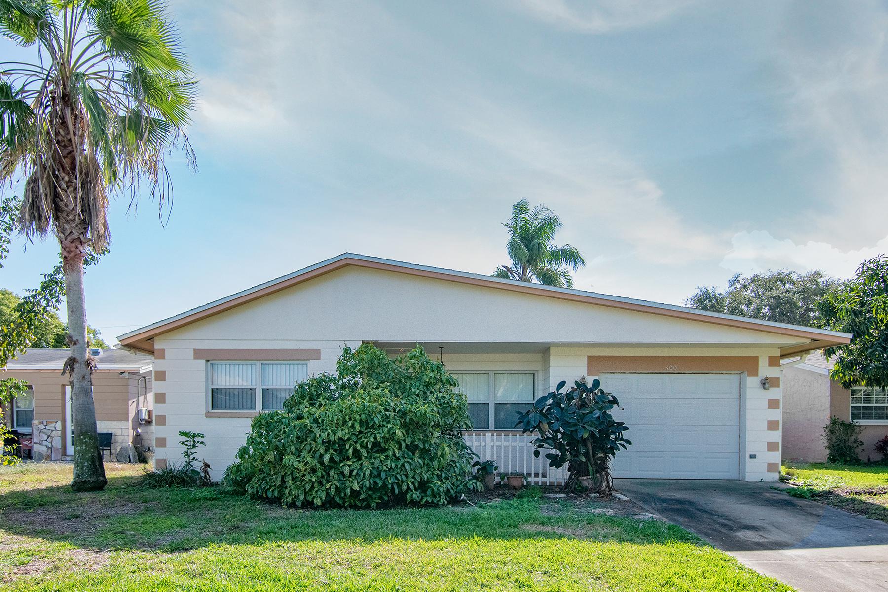 獨棟家庭住宅 為 出售 在 ST PETERSBURG 300 94th Ave N St. Petersburg, 佛羅里達州, 33702 美國