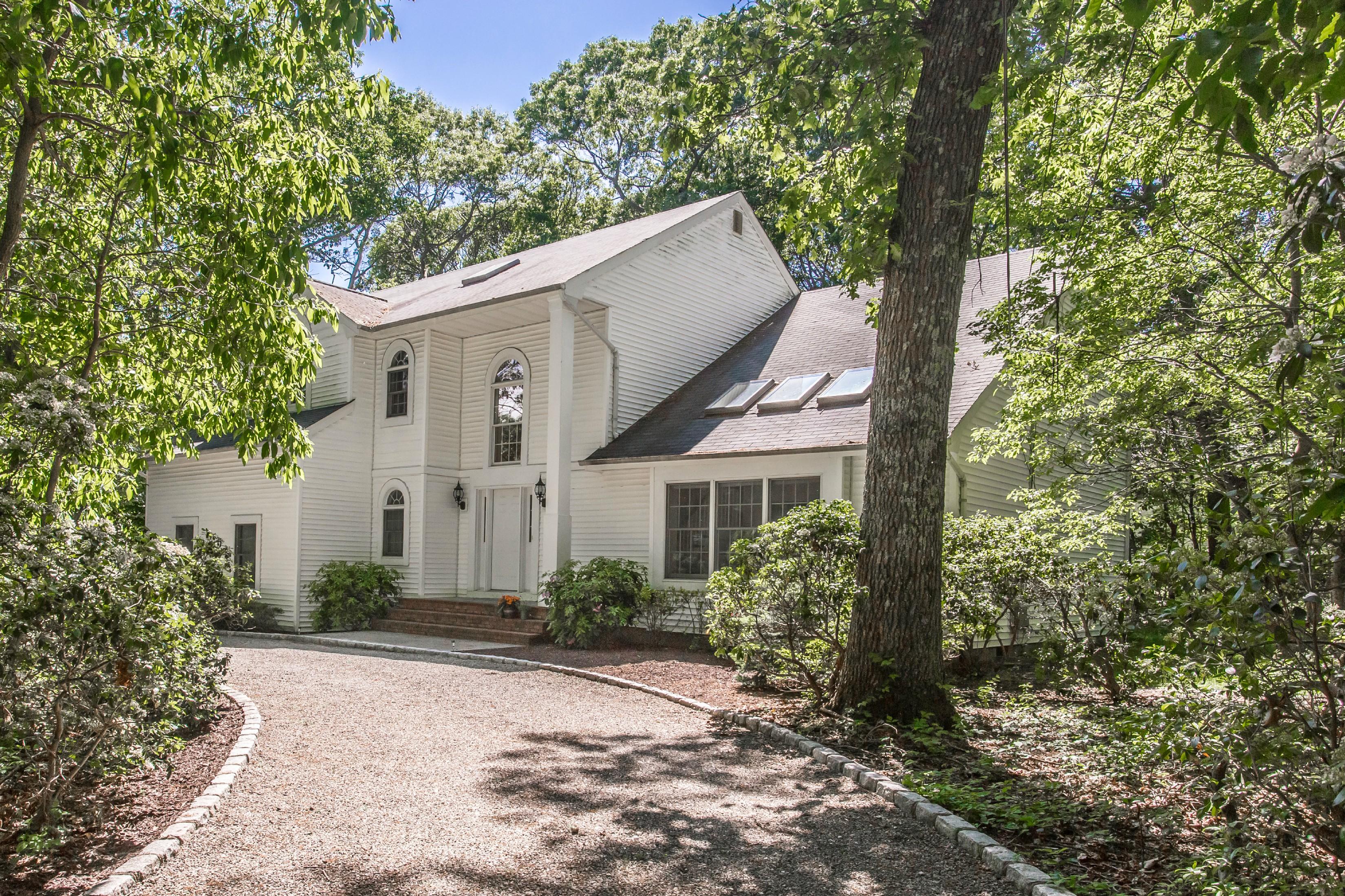 Villa per Vendita alle ore Post Modern 158 Quaker Path Setauket, New York, 11733 Stati Uniti