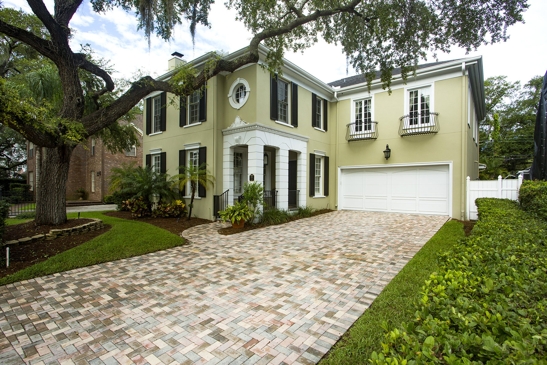 Nhà ở một gia đình vì Bán tại SOUTH TAMPA 809 S Roxmere Rd Tampa, Florida, 33609 Hoa Kỳ