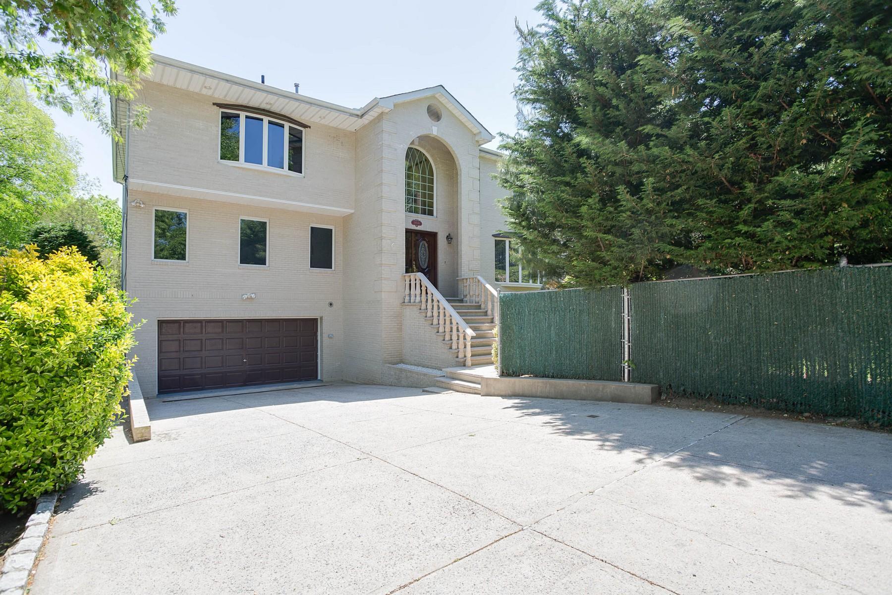 独户住宅 为 销售 在 Colonial 240-68 Depew Ave 道格拉斯顿, 纽约州, 11363 美国