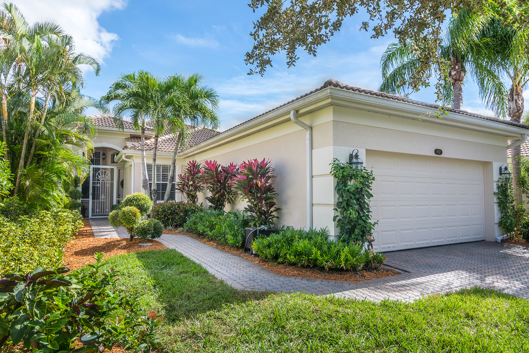 Single Family Home for Sale at FIDDLER'S CREEK - PEPPER TREE 8552 Pepper Tree Way Naples, Florida 34114 United States