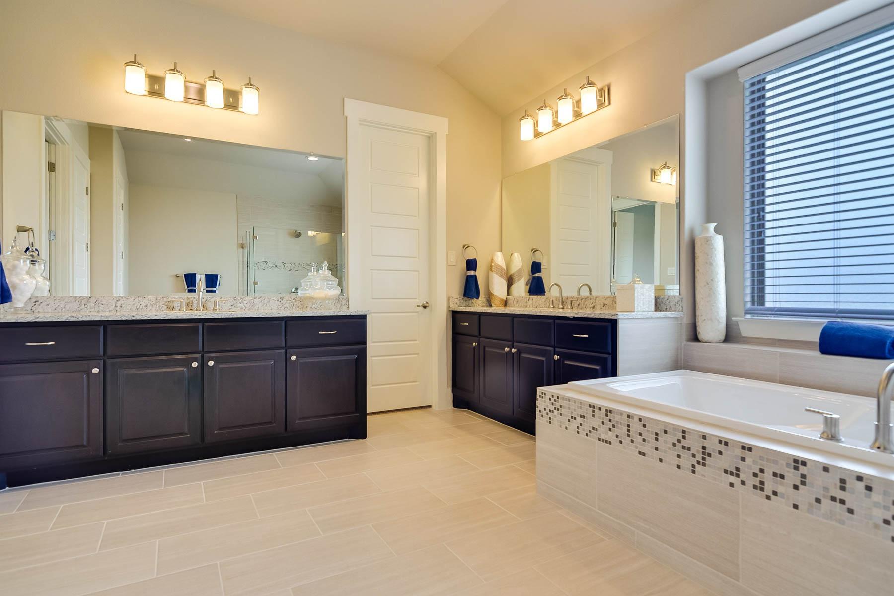 Additional photo for property listing at Stunning Brohn Home on a Corner Lot 8218 Garden Arbor San Antonio, Texas 78266 Estados Unidos