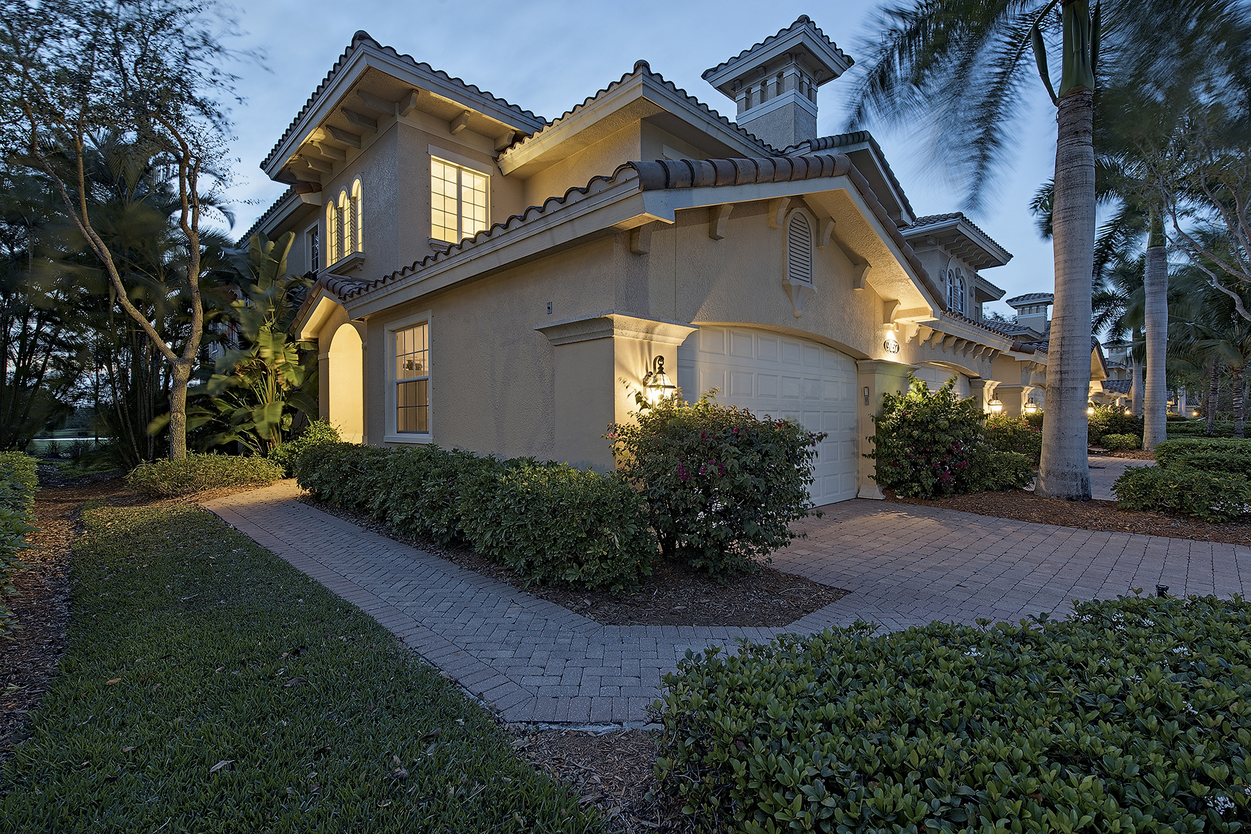 Piso por un Venta en FIDDLERS CREEK - FIDDLERS CREEK 9057 Cherry Oaks Trl 201 Naples, Florida, 34114 Estados Unidos