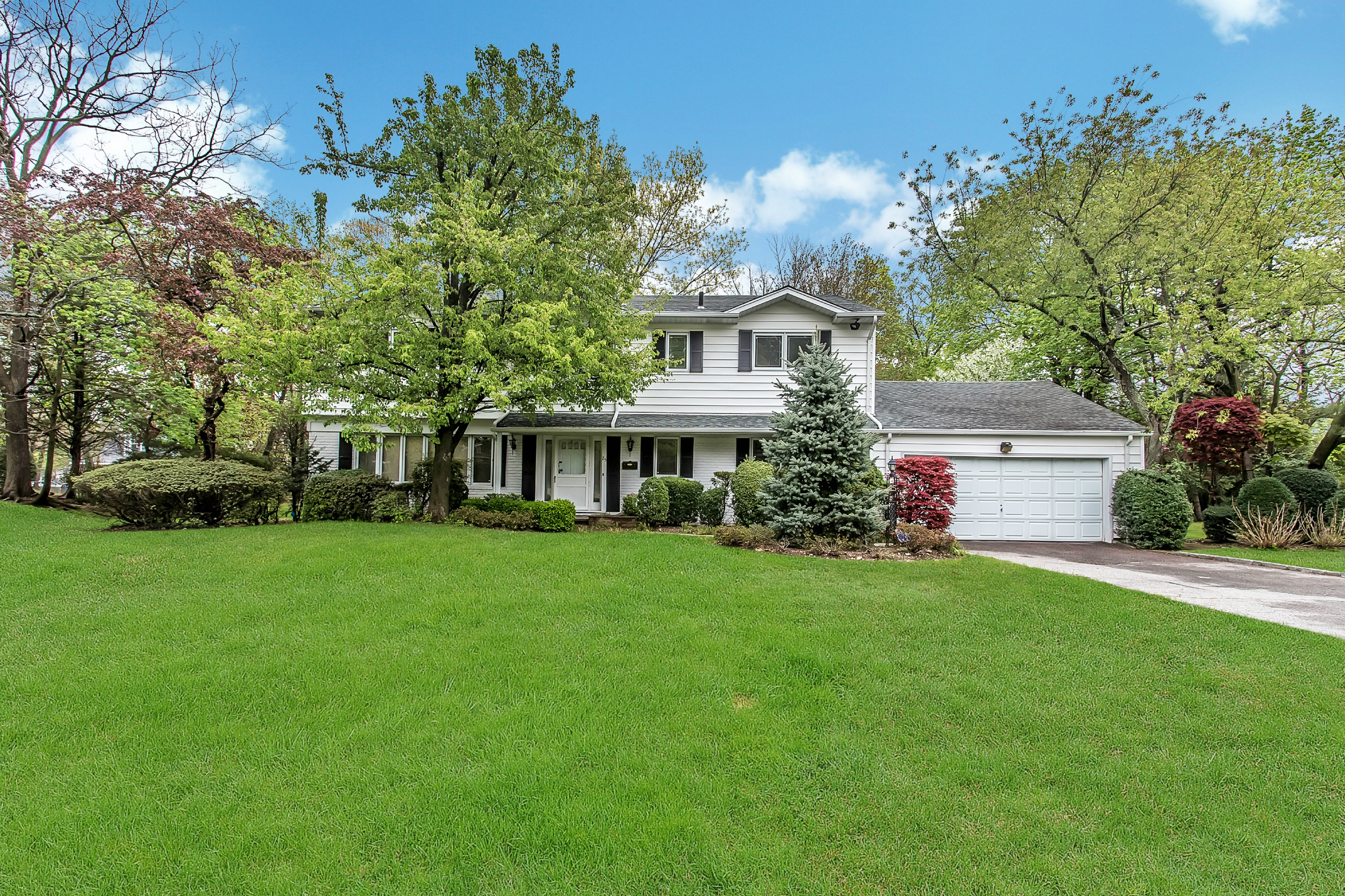Single Family Home for Sale at Colonial 25 Chestnut Dr East Hills, New York, 11576 United States