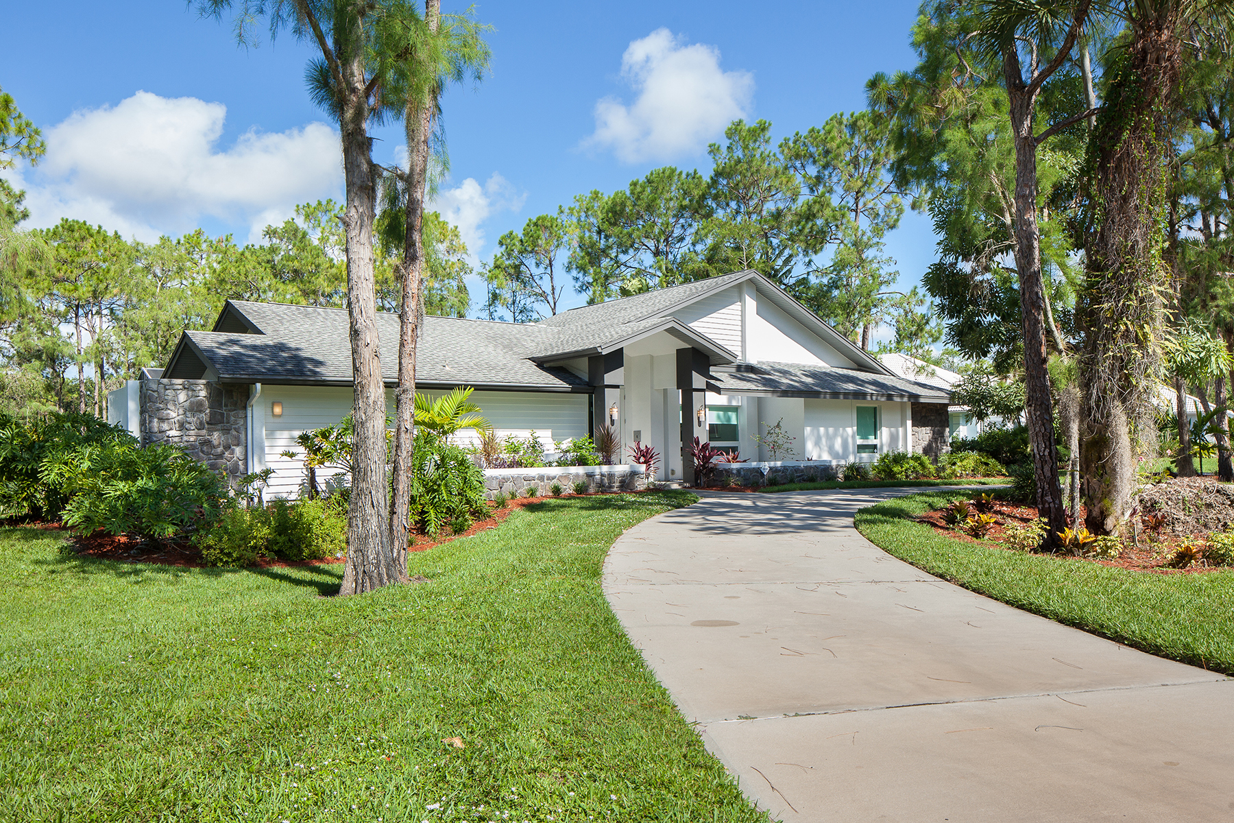 Single Family Home for Sale at QUAIL CREEK 12887 Valewood Dr Quail Creek, Naples, Florida 34119 United States