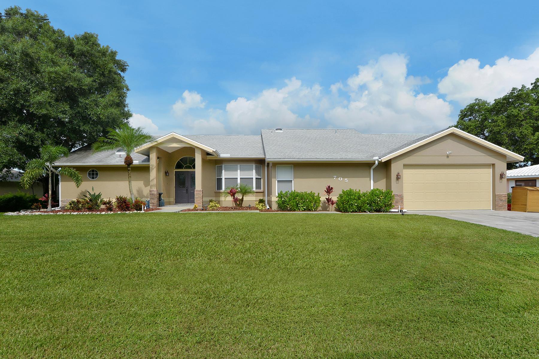 Einfamilienhaus für Verkauf beim WATERFRONT ESTATES 705 Sandpiper Ln Nokomis, Florida 34275 Vereinigte Staaten