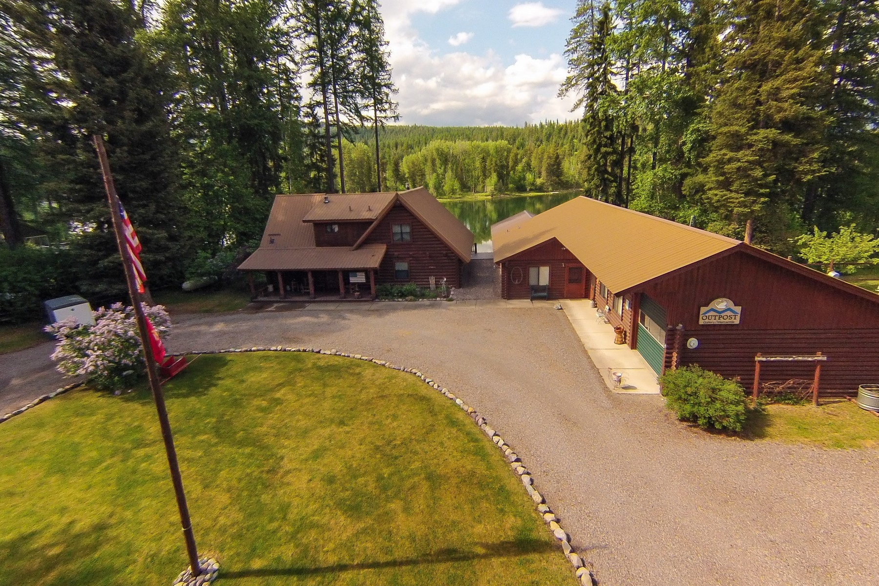Maison unifamiliale pour l Vente à Swan River Log Home 1097 Mt Highway 209 Bigfork, Montana, 59911 États-Unis
