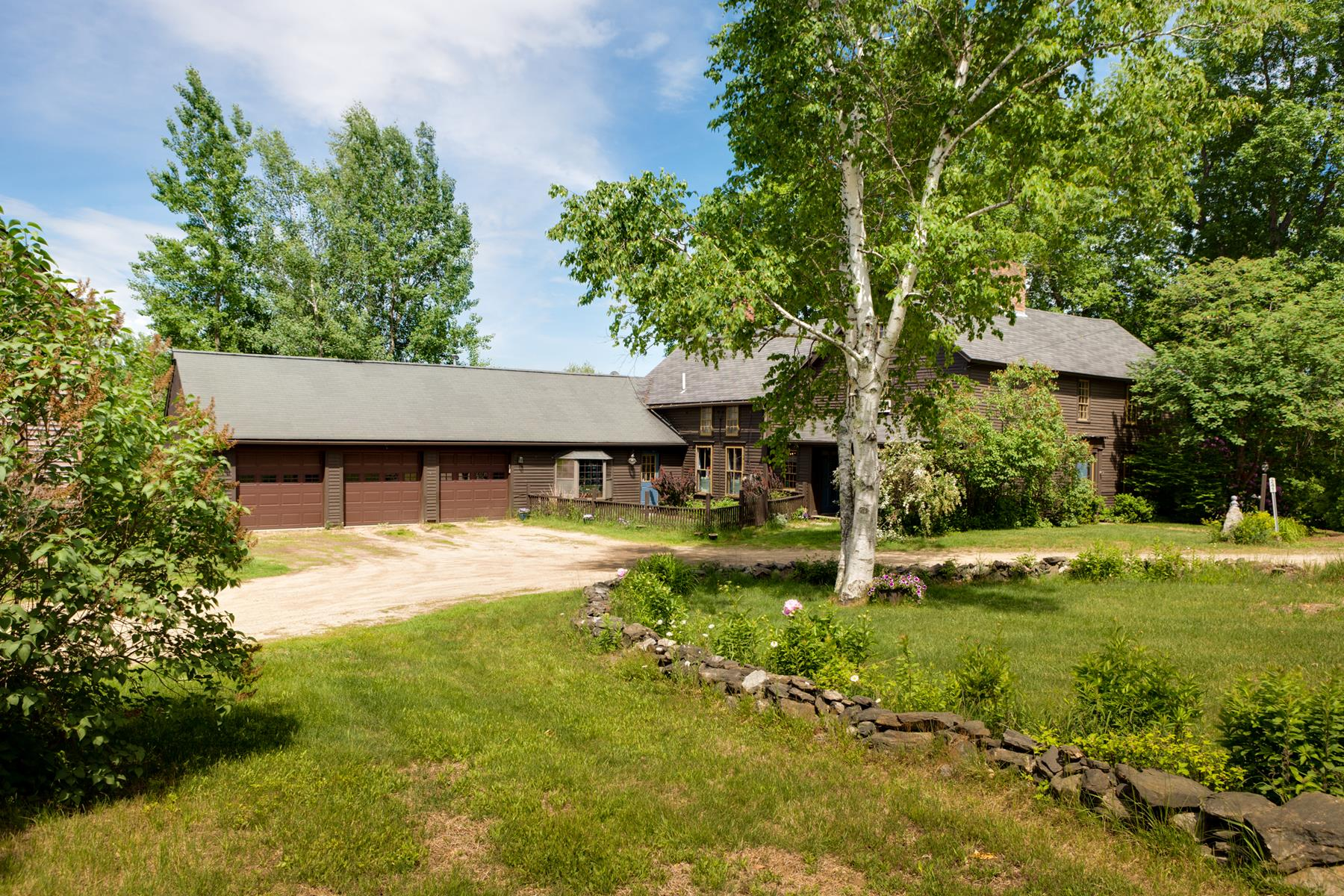 Single Family Home for Sale at 241 Sandown Rd, Chester Chester, New Hampshire, 03036 United States