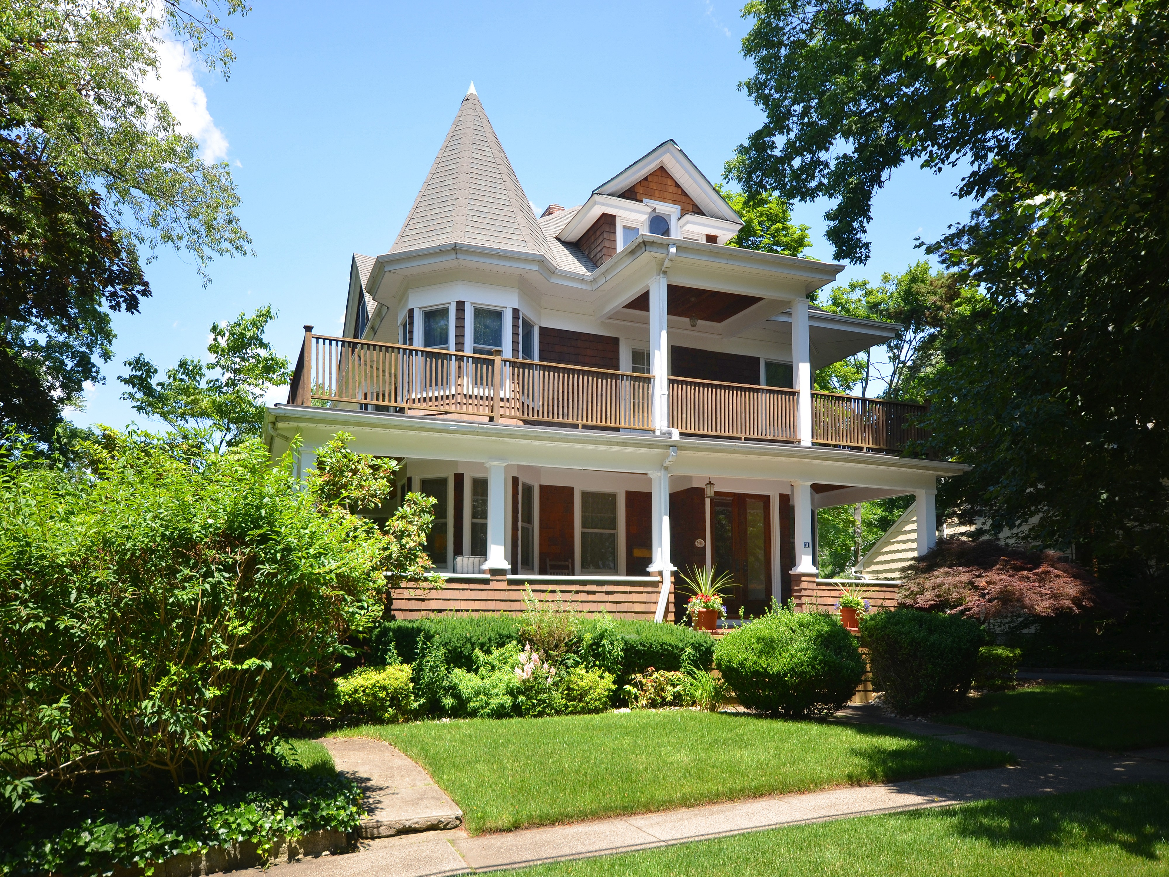 Single Family Home for Sale at Victorian 11 Reid Ave Port Washington, New York, 11050 United States