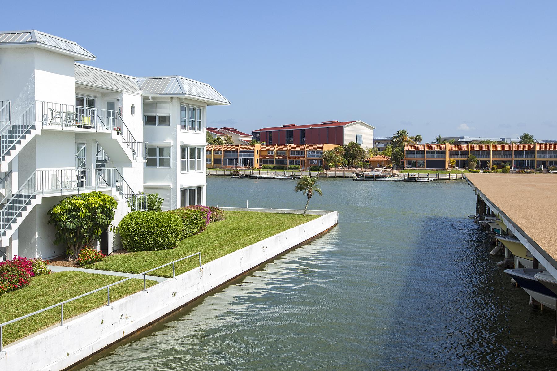 Condomínio para Venda às 1100 8th Ave S, 227H, Naples, FL 34102 1100 8th Ave S 227H Naples, Florida 34102 Estados Unidos