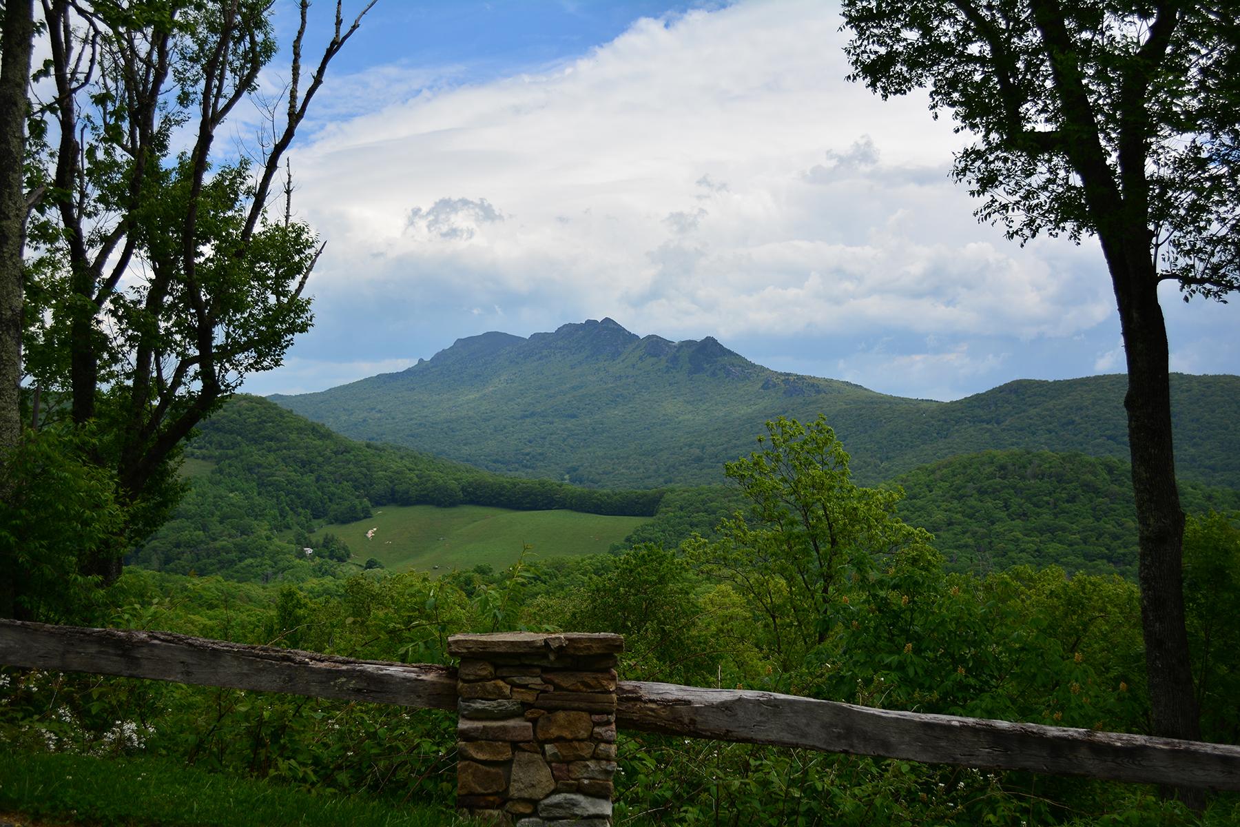 Terreno por un Venta en 185 Linville Oaks Dr., Linville, NC 28646 185 Linville Oaks Dr. Linville, Carolina Del Norte, 28646 Estados Unidos