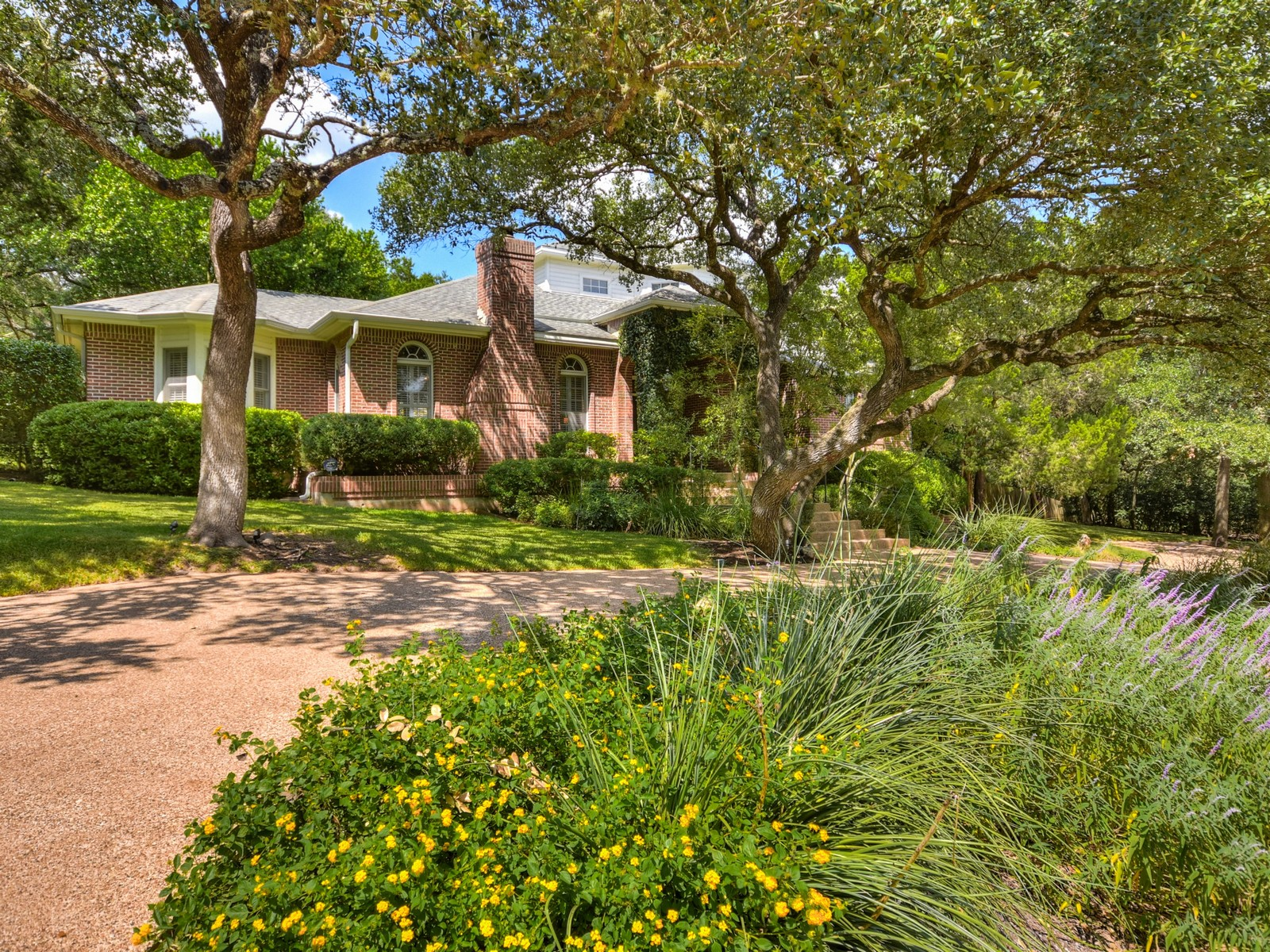 Additional photo for property listing at Traditional Westlake Hills Home 2400 Westlake Pass Austin, Texas 78746 Estados Unidos