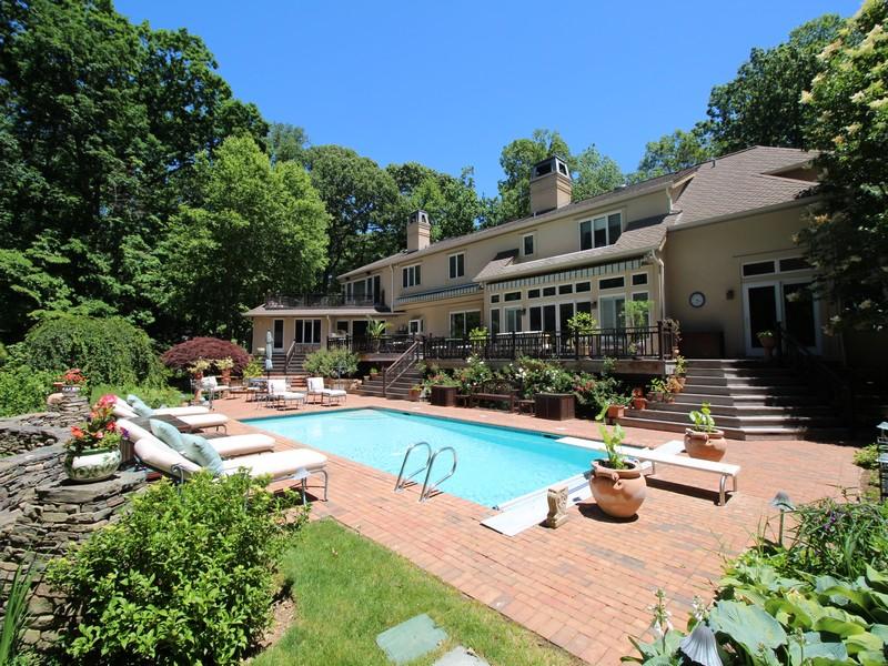 Single Family Home for Sale at Post Modern Lloyd Ln Lloyd Neck, New York, 11743 United States