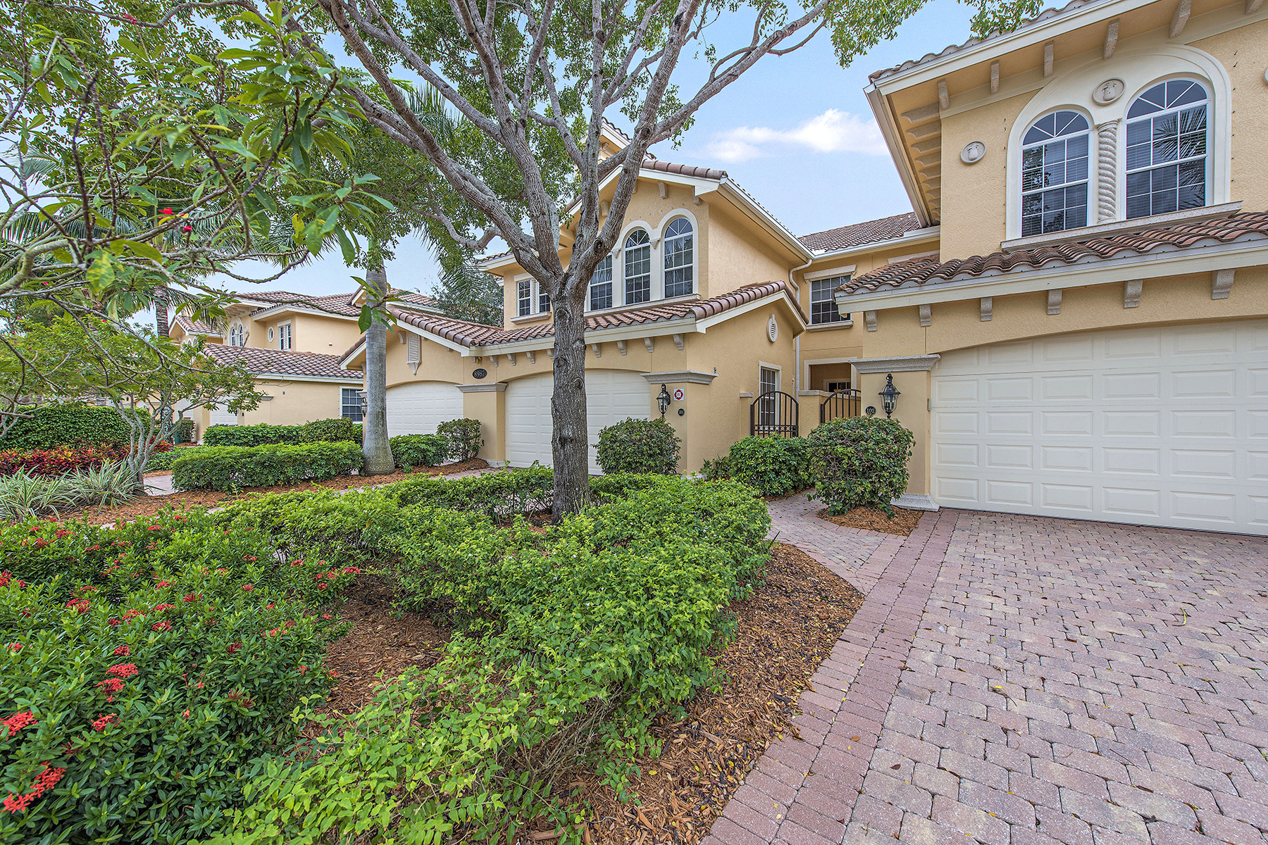 Appartement en copropriété pour l Vente à FIDDLER'S CREEK - CHERRY OAKS 8987 Cherry Oaks Trl 101 Naples, Florida, 34114 États-Unis