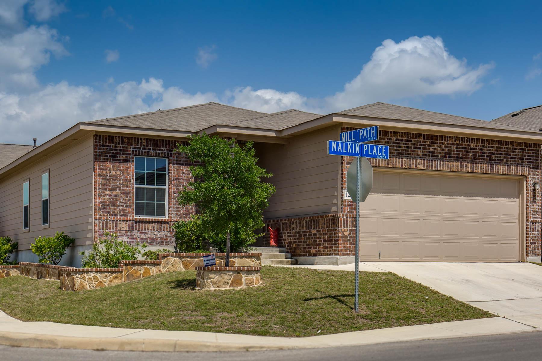 独户住宅 为 销售 在 1-Story Brick Home in Laura Heights 12239 Malkin Pl 圣安东尼奥, 得克萨斯州, 78254 美国