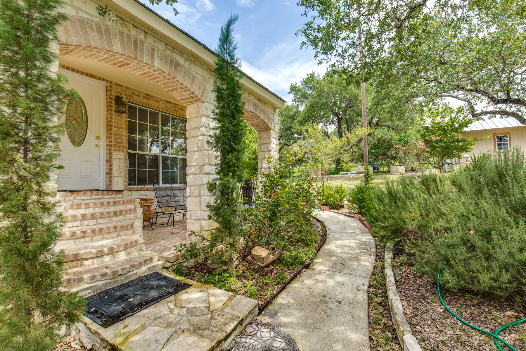 Additional photo for property listing at Enjoy the Beauty and Tranquility of Country Living 1350 Island Vw Canyon Lake, Texas 78133 Estados Unidos