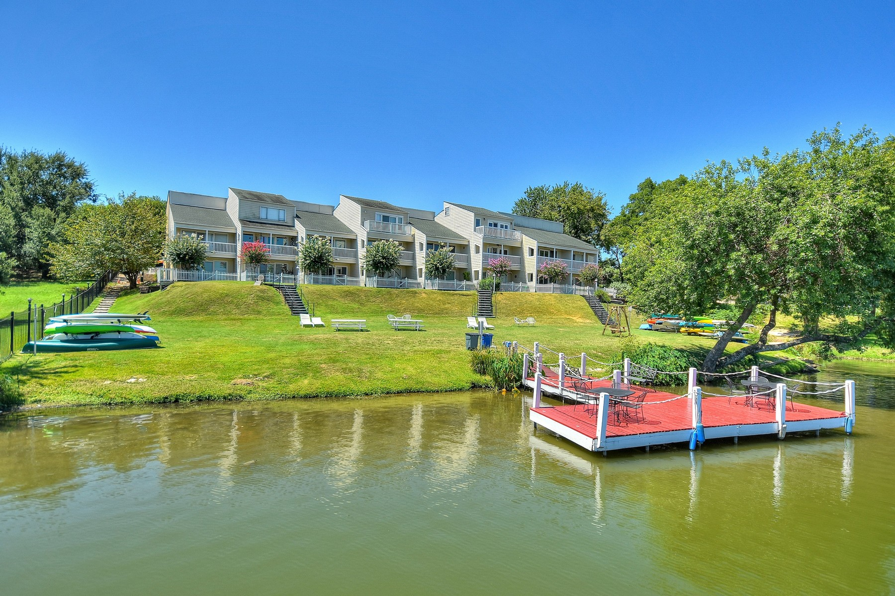 Additional photo for property listing at Amazing Waterfront Condo 5 minutes to Downtown! 1818 Lakeshore Dr 16 Austin, Texas 78741 Estados Unidos