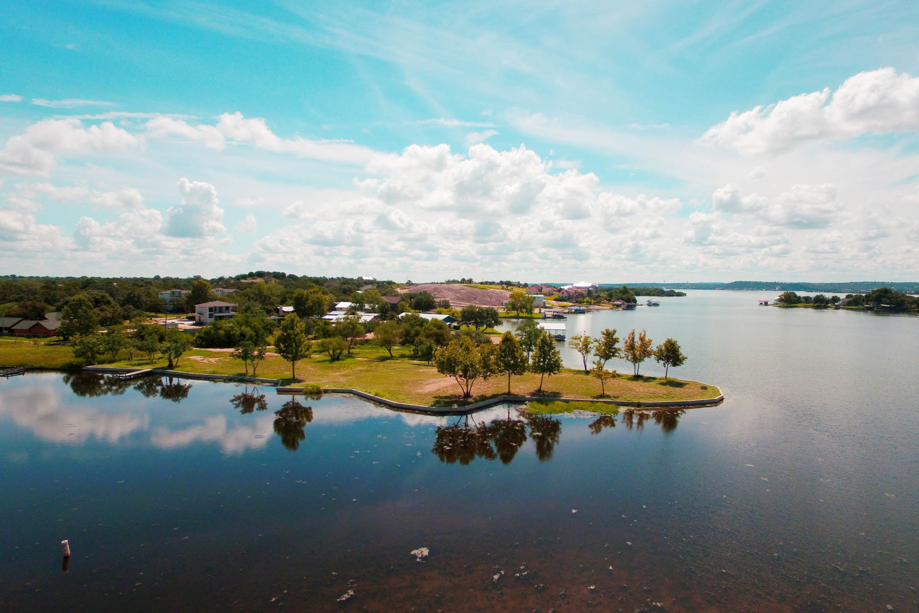 Terreno por un Venta en A Rare Opportunity on Lake LB 701 Woodland Hills Dr Granite Shoals, Texas 78654 Estados Unidos