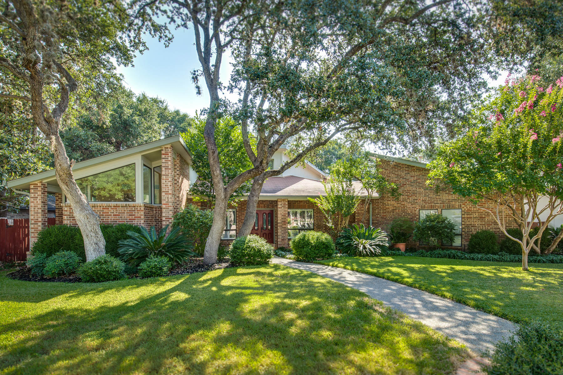 Single Family Home for Sale at Spectacular Contemporary Home in Hunters Creek 3615 Hunters Cliff San Antonio, Texas 78230 United States