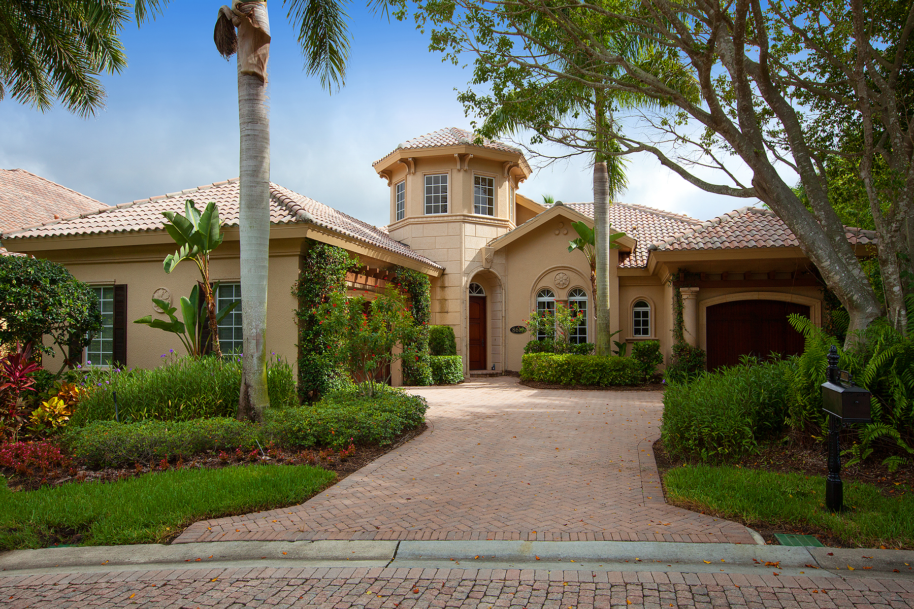 Single Family Home for Sale at FIDDLER'S CREEK - MAJORCA 8612 Majorca Ln Naples, Florida 34114 United States