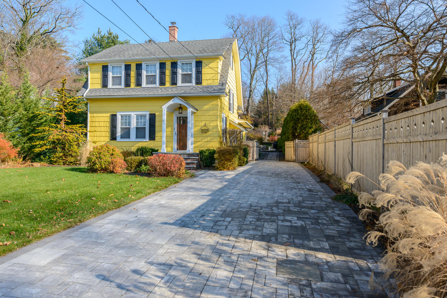 Single Family Home for Sale at Colonial 14 Prospect Rd Centerport, New York 11721 United States