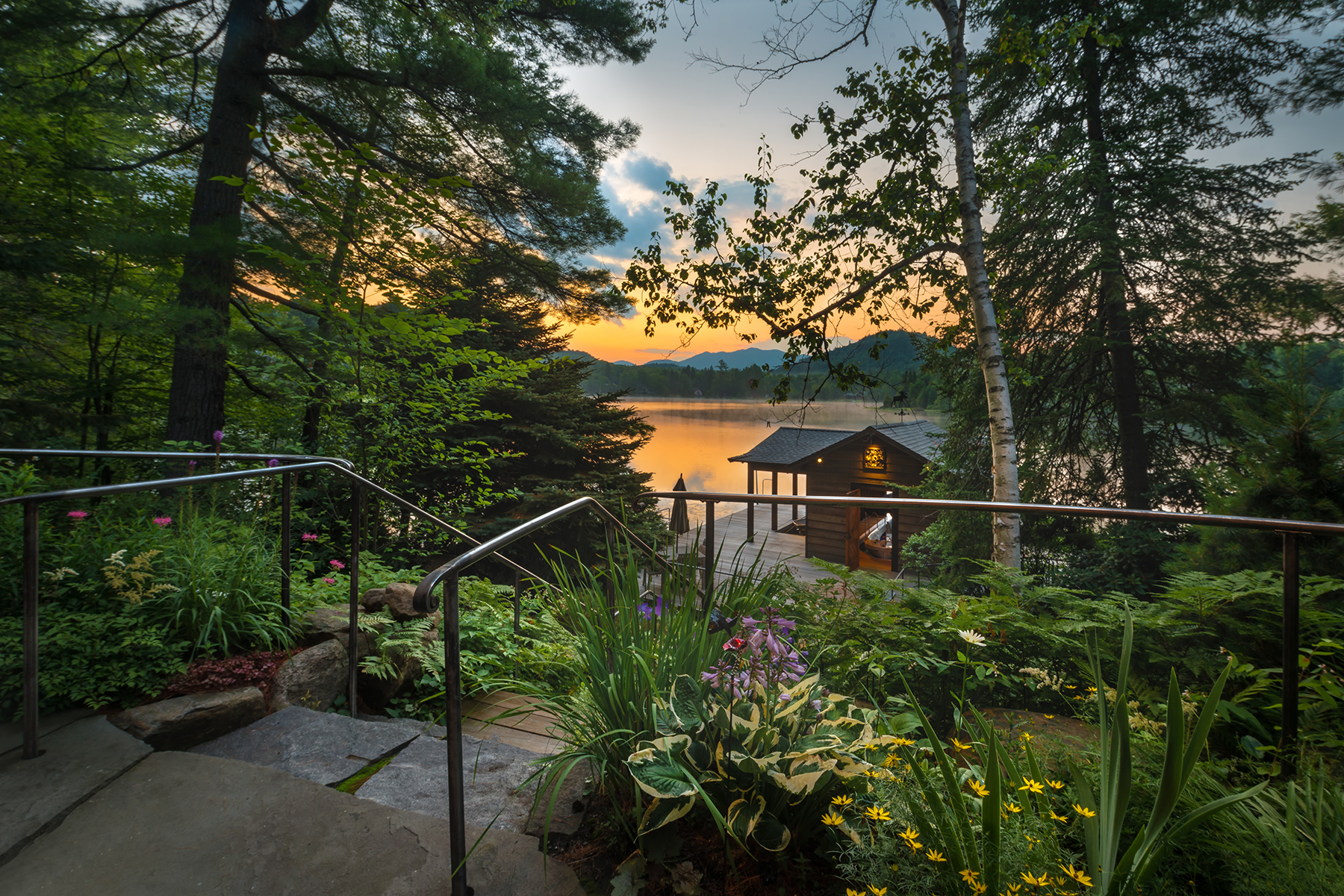 Additional photo for property listing at Most Magnificent Home Available in Lake Placid 134  Mirror Lake Dr Lake Placid, New York 12946 États-Unis