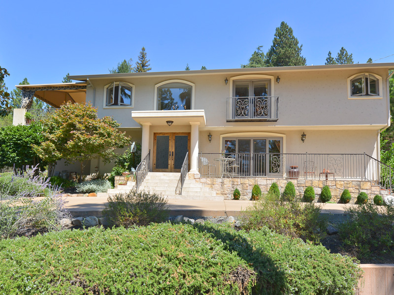 Maison unifamiliale pour l Vente à 555 White Cottage Rd S, Angwin, CA 94508 555 White Cottage Rd Angwin, Californie 94508 États-Unis