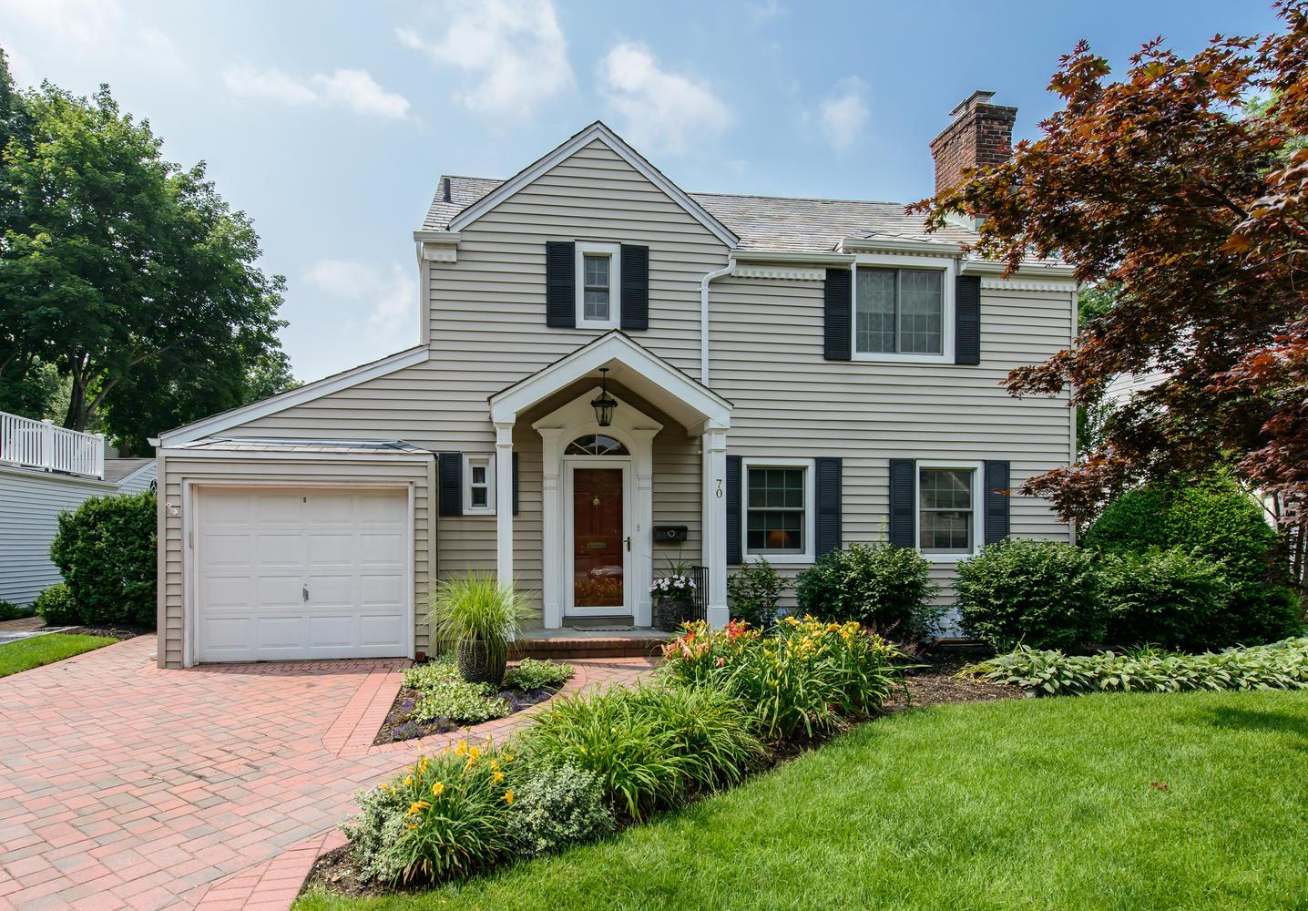 Casa para uma família para Venda às Colonial 70 Kenwood Rd Garden City, Nova York 11530 Estados Unidos