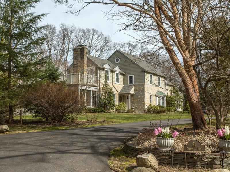 단독 가정 주택 용 매매 에 Colonial 21 Cornwall Ln Sands Point, 뉴욕, 11050 미국