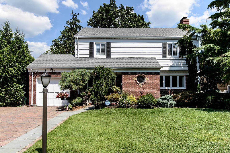 獨棟家庭住宅 為 出售 在 Colonial 119 Meadow St Garden City, 紐約州, 11530 美國