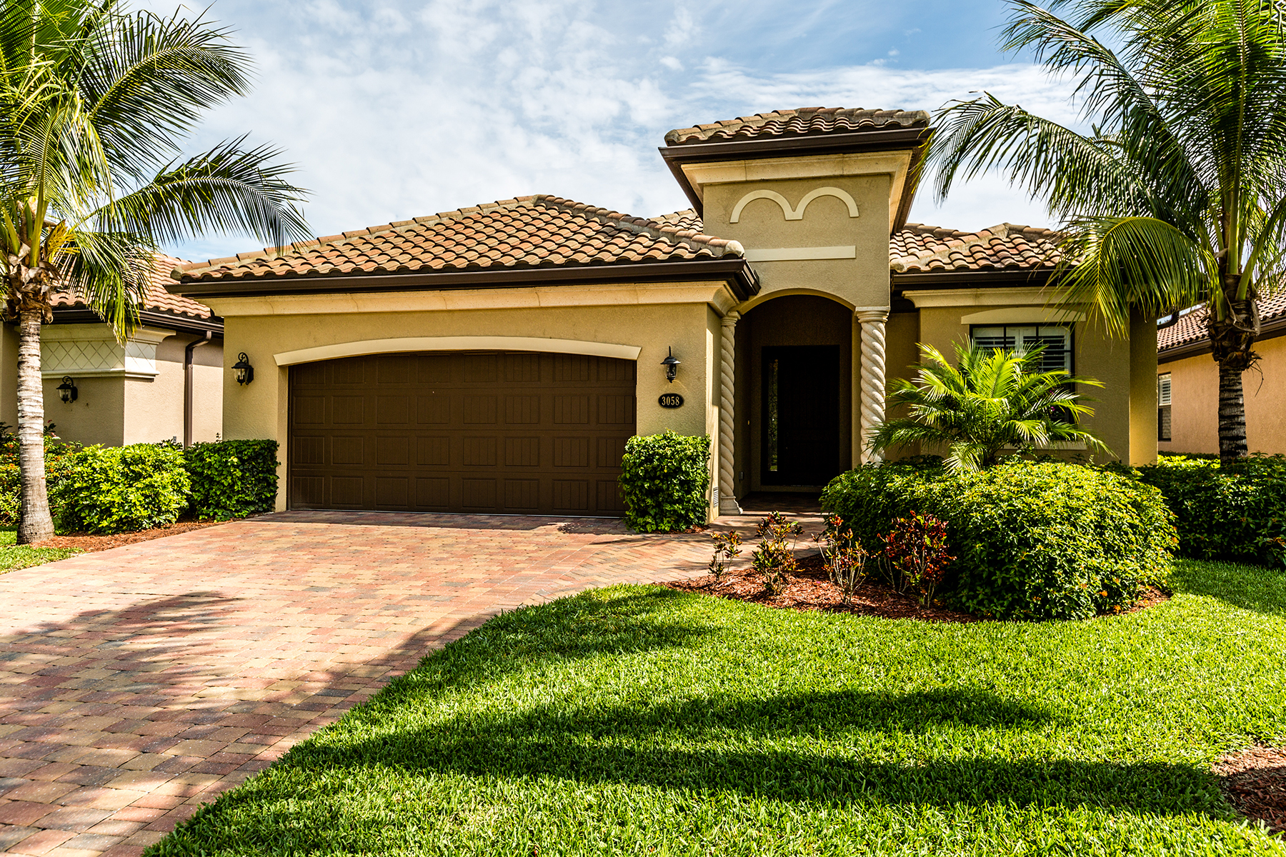 Maison unifamiliale pour l Vente à FIDDLER'S CREEK -MILLBROOK 3058 Aviamar Cir Naples, Florida, 34114 États-Unis