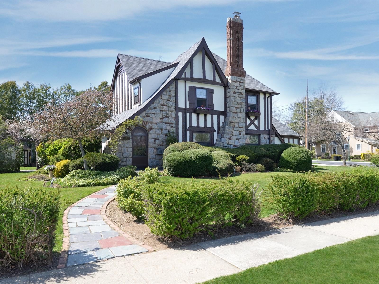 獨棟家庭住宅 為 出售 在 Tudor 44 Earle Ave Rockville Centre, 紐約州, 11570 美國