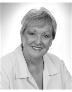 Claudia Ault