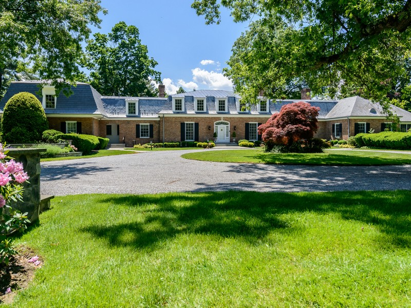 Single Family Home for Sale at Estate 28 Applegreen Dr Old Westbury, New York, 11568 United States