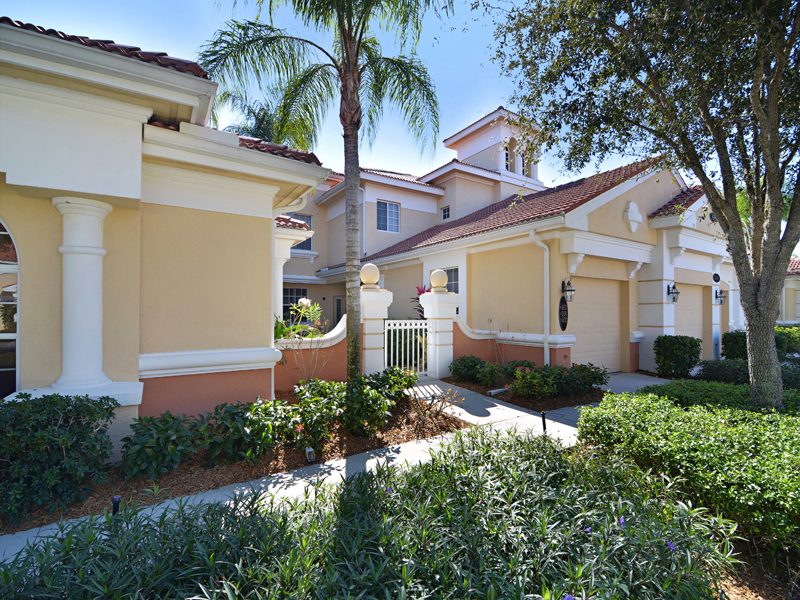 Condominio por un Venta en FIDDLER'S CREEK - DEER CROSSING 3980 Deer Crossing Ct 102 Naples, Florida, 34114 Estados Unidos