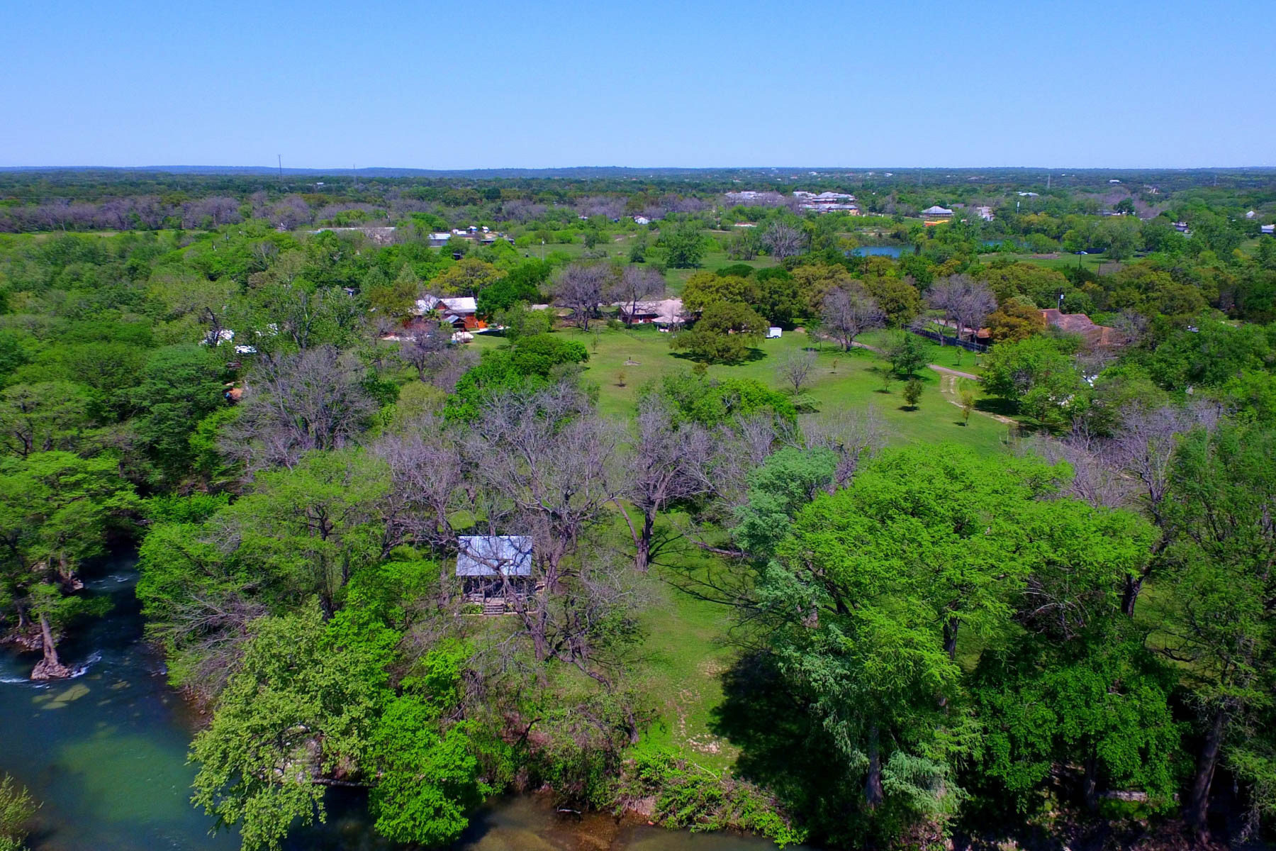 Additional photo for property listing at Beautiful Acreage on the Guadalupe River 0 Sleepy Hollow New Braunfels, Texas 78130 Estados Unidos