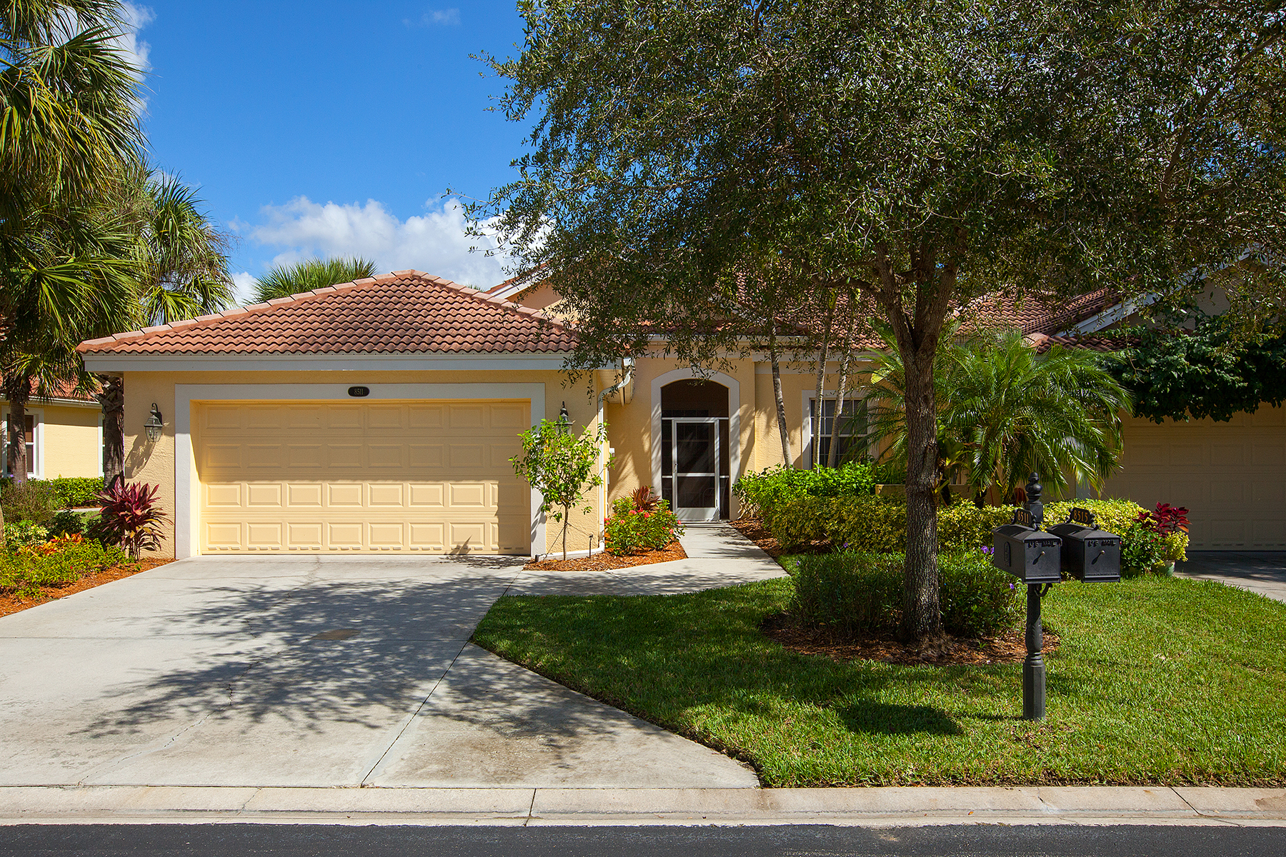 Casa Unifamiliar por un Venta en FIDDLER'S CREEK - BENT CREEK 8511 Bent Creek Way Naples, Florida, 34114 Estados Unidos