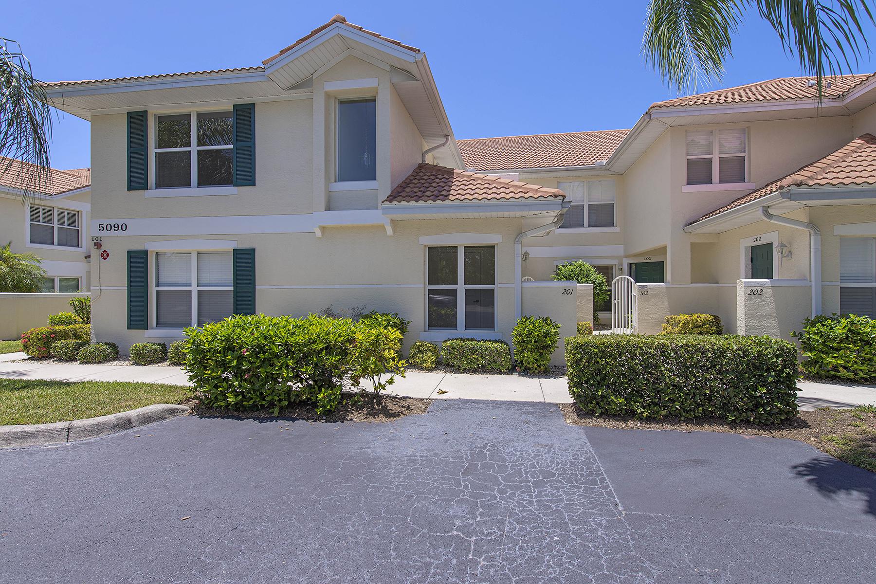 コンドミニアム のために 売買 アット CARLTON LAKES 5090 Cedar Springs Dr 201 Naples, フロリダ 34110 アメリカ合衆国