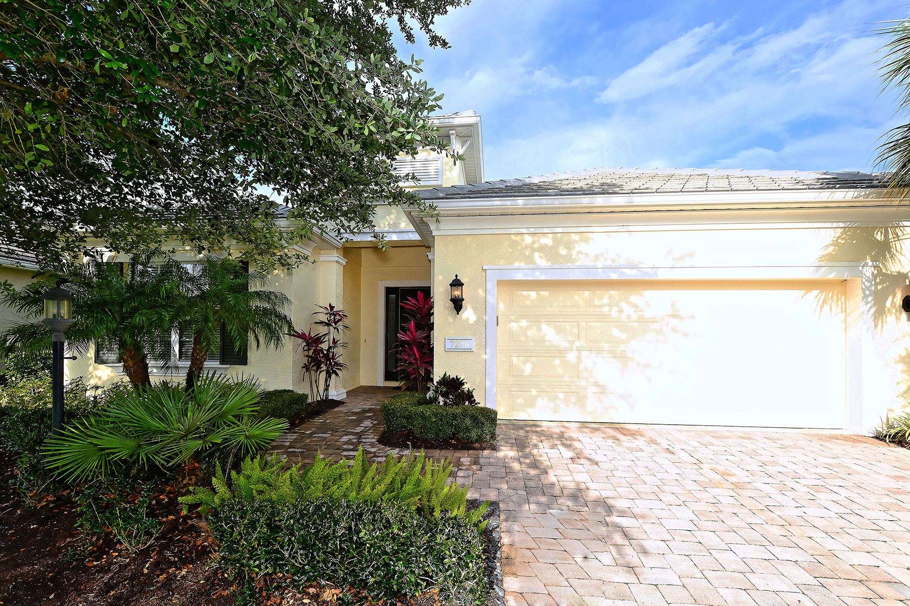 Single Family Home for Sale at LAKEWOOD RANCH - LISMORE 7276 Lismore Ct Lakewood Ranch, Florida, 34202 United States