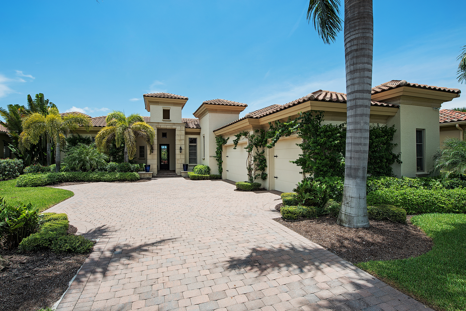 Single Family Home for Sale at 2237 Miramonte Ct , Naples, FL 34105 2237 Miramonte Ct Naples, Florida 34105 United States
