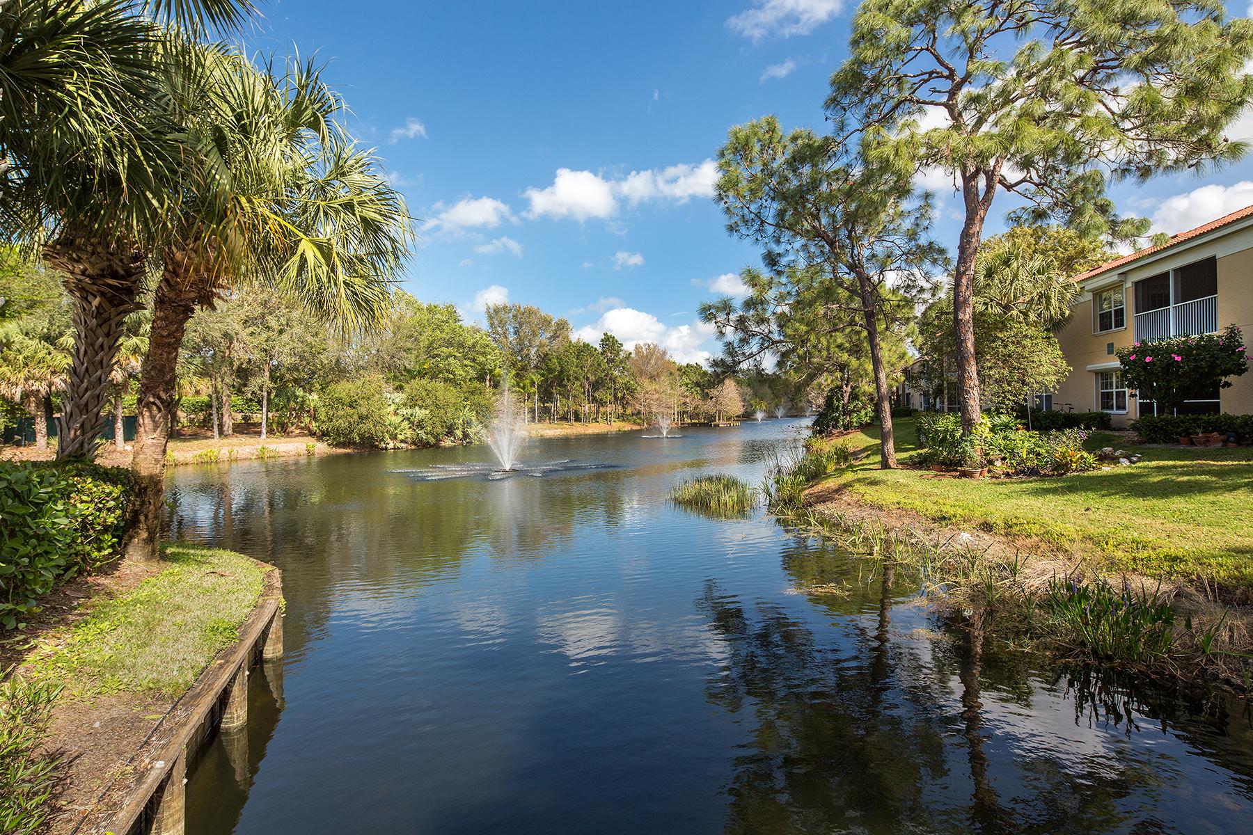 Appartement en copropriété pour l Vente à CALUSA BAY SOUTH 6817 Satinleaf Rd S 103 Naples, Florida, 34109 États-Unis