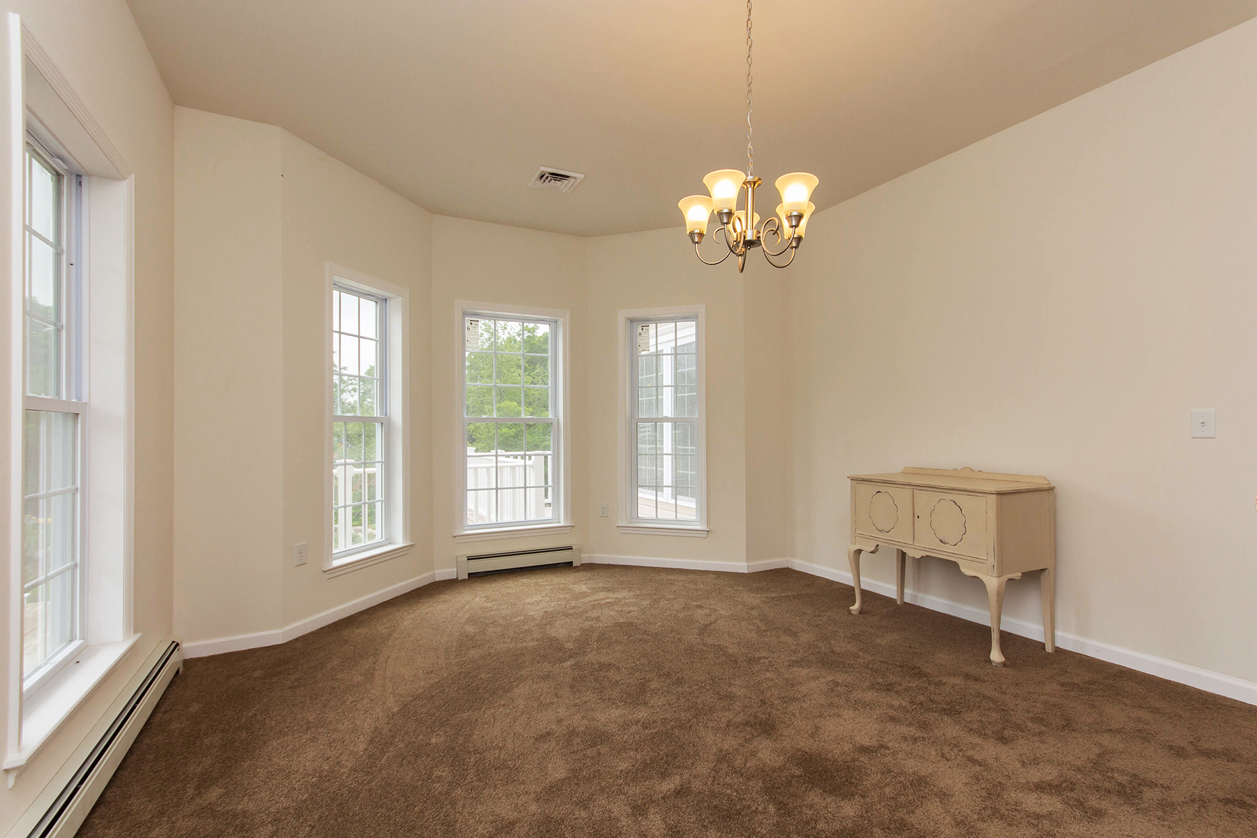 Additional photo for property listing at Picturesque Mountainside Colonial 293  Edwards Hill Rd Johnsburg, New York 12811 États-Unis