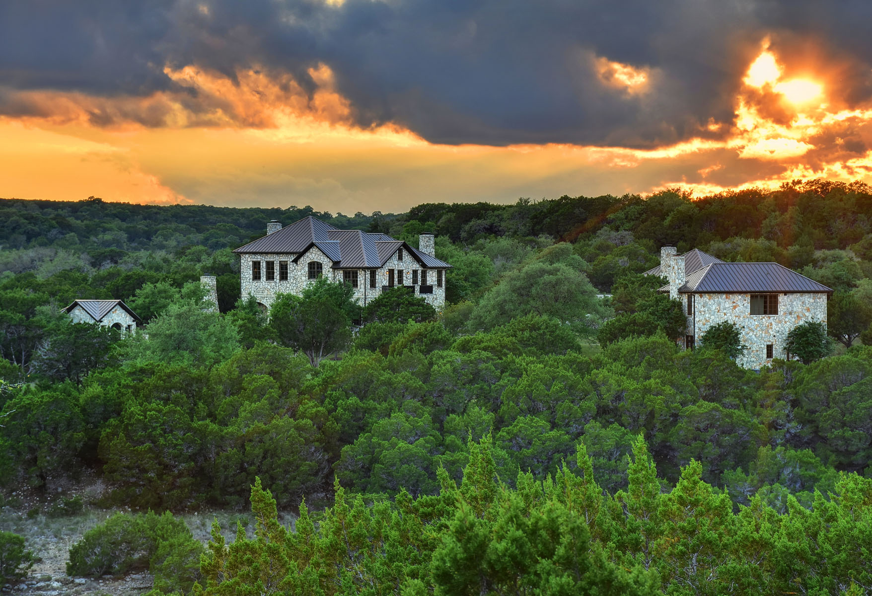 Maison unifamiliale pour l Vente à Luxurious Ranch Estate in Lakefront Community 206 S Angel Light Dr Spicewood, Texas, 78669 États-Unis