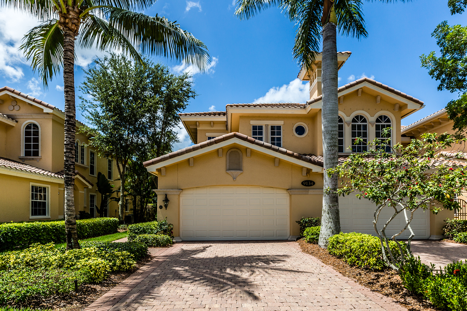Piso por un Venta en FIDDLER'S CREEK - CHERRY OAKS 9134 Cherry Oaks Ln 201 Naples, Florida, 34114 Estados Unidos