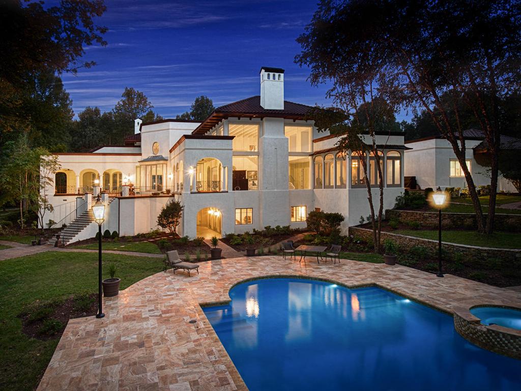 Nhà ở một gia đình vì Bán tại GREENWOOD 8347 Providence Rd Charlotte, Bắc Carolina 28277 Hoa Kỳ