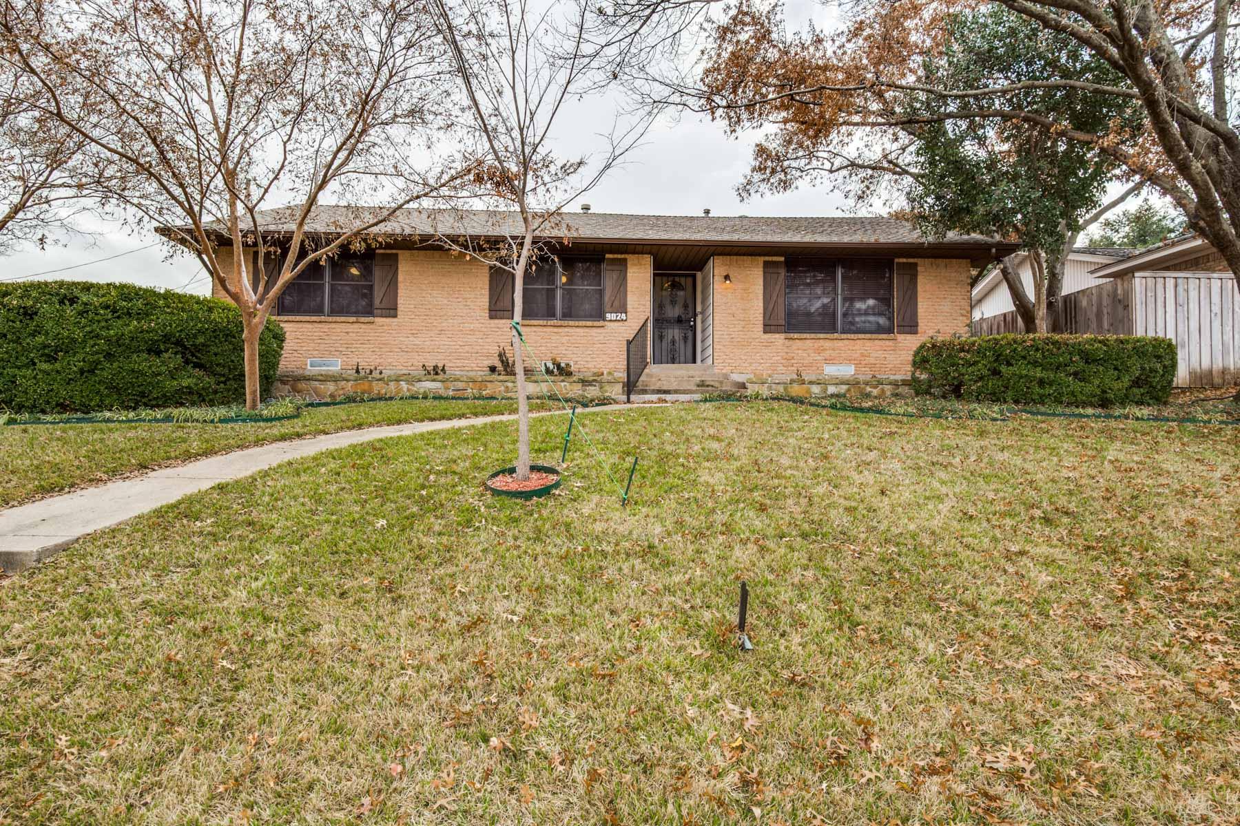 獨棟家庭住宅 為 出售 在 9024 Bretshire Drive, DALLAS Dallas, 德克薩斯州, 75228 美國