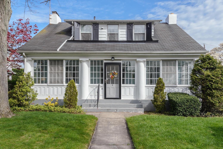 Einfamilienhaus für Verkauf beim Colonial 9 Chestnut St Garden City, New York, 11530 Vereinigte Staaten