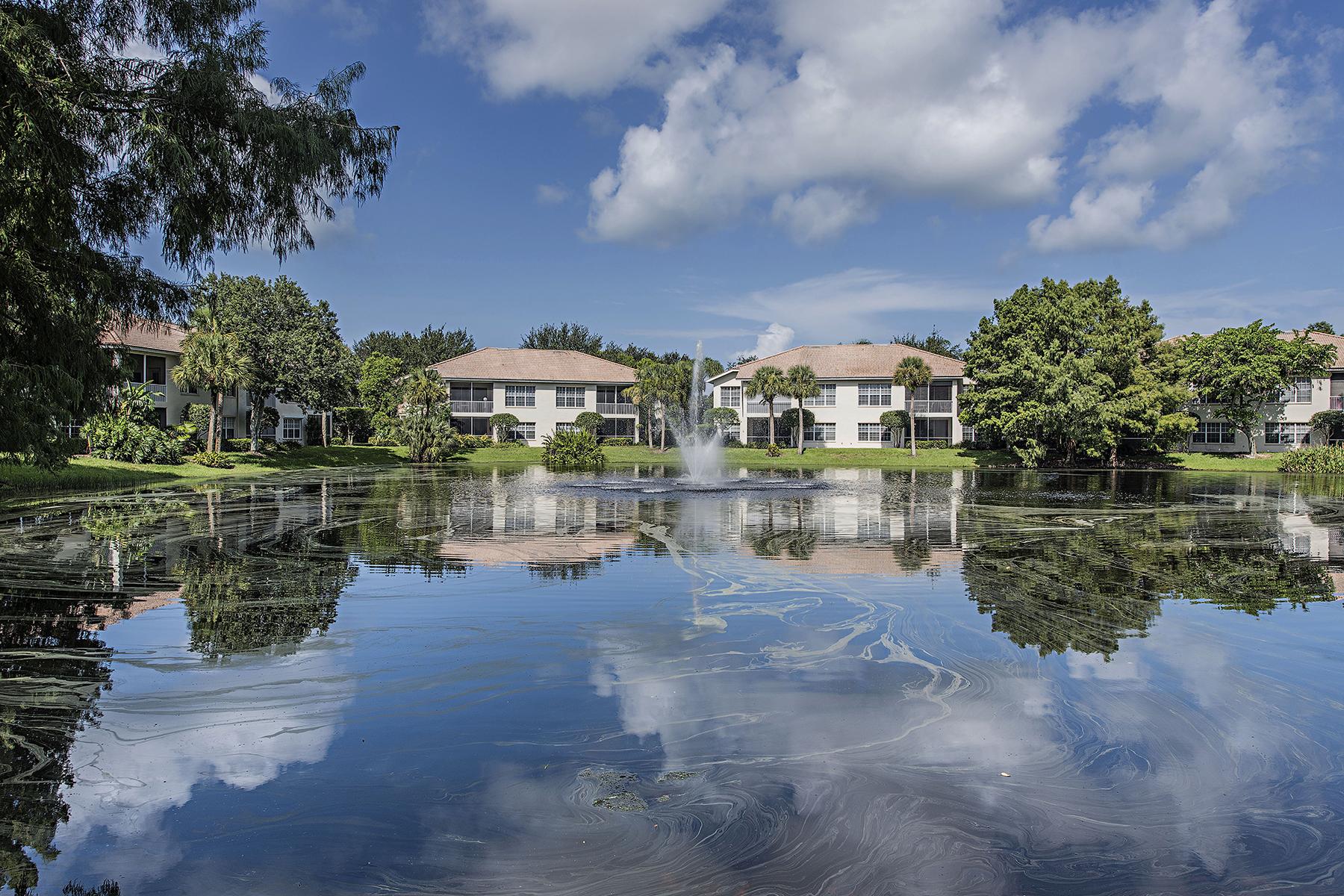 Condomínio para Venda às PELICAN MARSH - EGRETS WALK 1054 Egrets Walk Cir 102 Naples, Florida, 34108 Estados Unidos