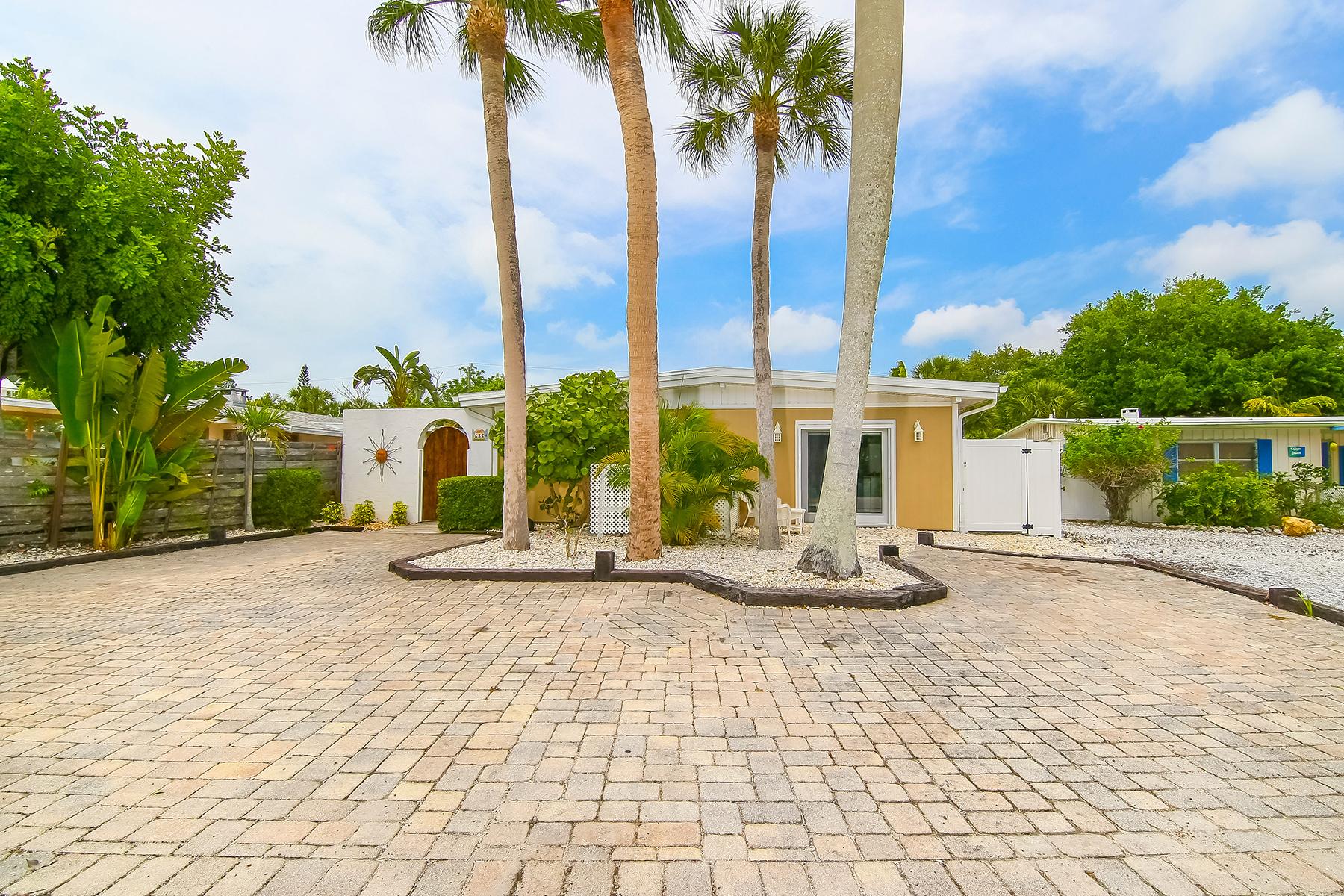 Частный односемейный дом для того Продажа на SARASOTA BEACH 635 Avenida Del Norte Sarasota, Флорида 34242 Соединенные Штаты