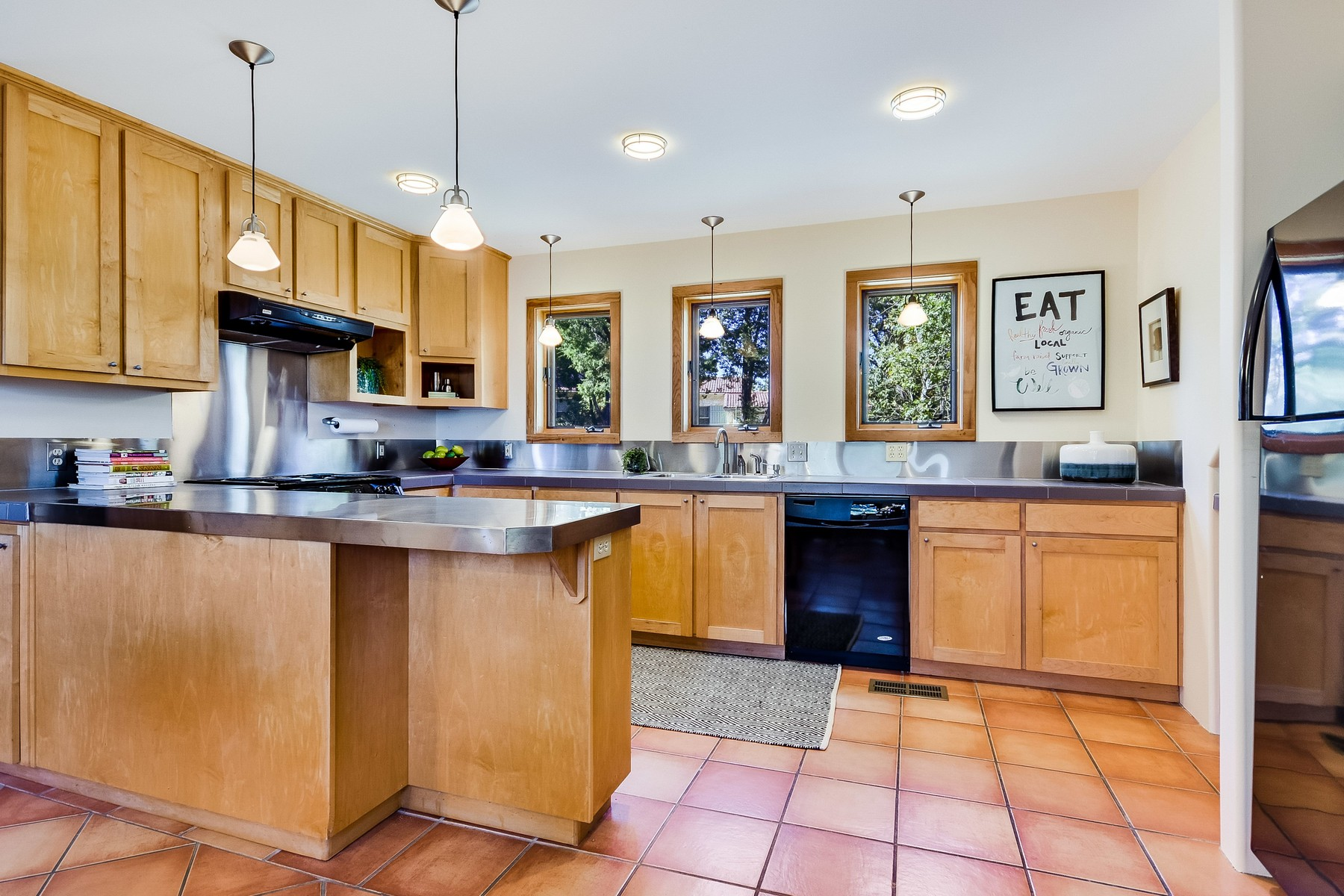 Additional photo for property listing at Austin Musician's Home in Old Westlake 1604 The High Rd Austin, Texas 78746 United States